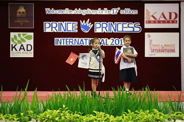 Khánh Linh và Huyền Vy tự tin giới thiệu bản thân tại Diễn đàn Tiếng nói Trẻ em và Thanh Thiếu niên Toàn Cầu