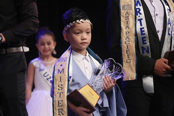Hữu Nhật - Nam Vương Thiếu Nhi Âu Á 2017 và Á Vương Thiếu Nhi Hoàng Tử & Công chúa quốc tế 2017.