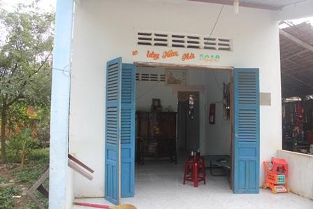 Căn nhà cũ nát của cháu Sang được thay thế bằng nhà kiên cố do bạn đọc Dân trí đóng góp