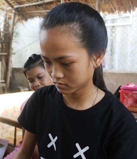 Em Kiều Trinh có nguy cơ bỏ học giữa chừng do nhà nghèo và phải chăm mấy đứa em nhỏ