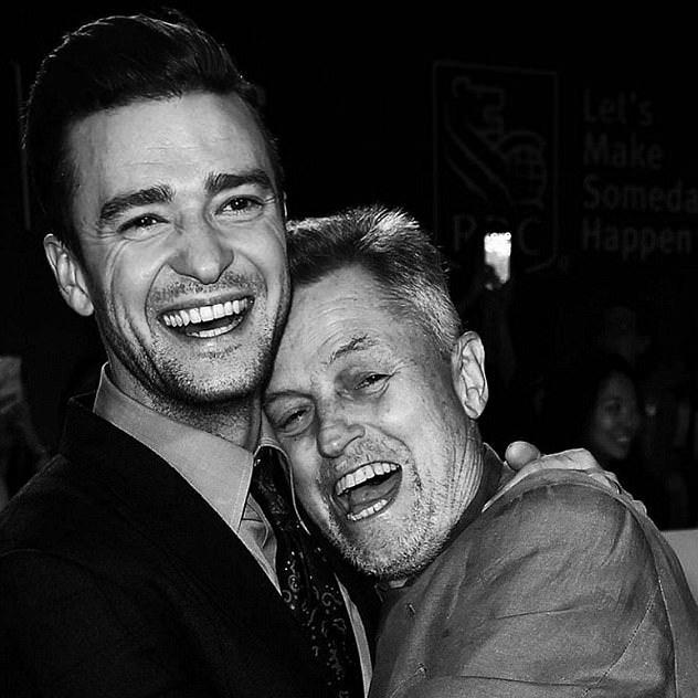 Justin Timberlake chia sẻ bức ảnh chụp chung với đạo diễn Jonathan Demm trong những ngày tháng cuối đời của vị đạo diễn.