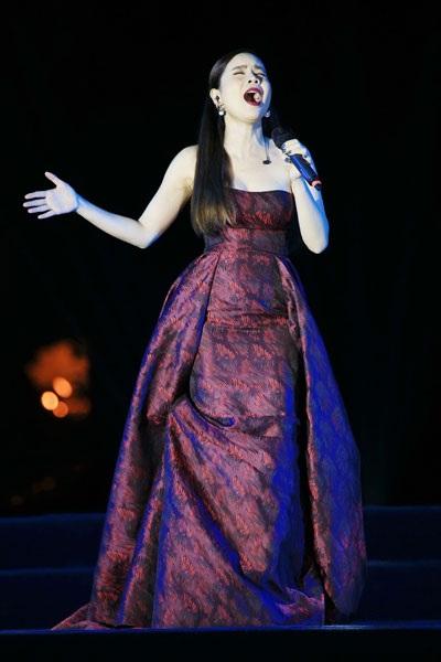 Thu Minh, Noo Phước Thịnh gây bất ngờ khi hát nhạc cách mạng - 10