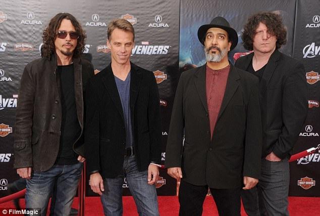Các thành viên trong nhóm nhạc Soundgarden hồi năm 2012. (Chris Cornell ngoài cùng bên trái)