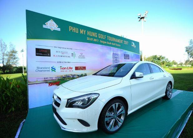 Giải thưởng hấp dẫn nhất của môn Golf là 4 giải Hole In One trị giá từ 200 triệu đồng đến 1,5 tỷ đồng. Trong đó giải thưởng cao nhất là chiếc Mercedes Benz CLA200 dành cho ai đánh trung lỗ số 9:Tuy nhiên năm nay không có Golfer nào nào chinh phục được đỉnh cao này