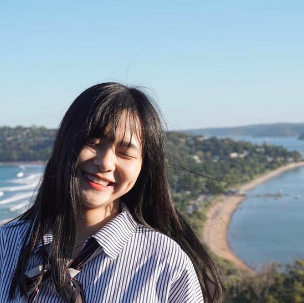 Du học sinh Việt cười khoe lúm đồng tiền khiến ngàn trái tim thương nhớ - 2