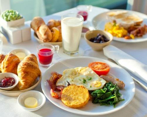 Bữa ăn sáng không cần quá cầu kì, chỉ cần đủ dưỡng chất vì vậy hãy chế biến những món ăn thật tươi mới, thơm ngon vừa dễ ăn lại vừa dinh dưỡng.