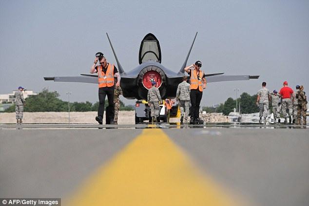 Màn nhào lộn đã cho thấy sức mạnh của F-35. Nhiều quốc gia đã sở hữu hoặc mong muốn bổ sung chiếc máy bay ấn tượng này vào lực lượng không quân nước mình. (Ảnh: AFP)