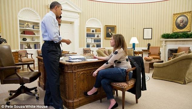 Bà chia sẻ rằng ông Obama có phong cách lãnh đạo khá không theo khuôn phép. Bà cũng cho biết người nắm giữ quyền lực mềm trong Nhà Trắng lại chính là cựu đệ nhất phu nhân Michelle Obama. (Ảnh: Nhà Trắng)