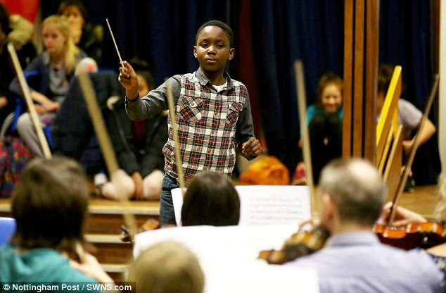 Cậu bé Matthew Smith là một nhạc công violin chuyên nghiệp đã nhận được các chứng nhận của giới chuyên môn, ngoài ra, cậu còn có thể chơi thành thạo ghita, trống, piano và viola.