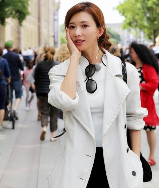 Kể từ khi bén duyên với điện ảnh hồi năm 2008 với dự án điện ảnh Đại chiến Xích Bích, Lâm Chí Linh mỗi năm đều đặn đóng vài phim, dù vậy, người ta vẫn chủ yếu nhắc tới vai diễn điện ảnh đầu tiên của cô - vai nàng Tiểu Kiều.