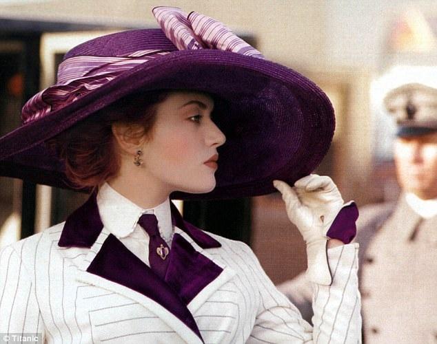 """Hồi năm 2004, Leo từng tiết lộ trong một cuộc phỏng vấn khi được hỏi ai là người hôn tuyệt nhất đối với anh: """"Có những nữ diễn viên rất cuồng nhiệt… Tôi nghĩ người hôn tuyệt nhất là Kate Winslet, nụ hôn đẹp theo kiểu cổ điển""""."""