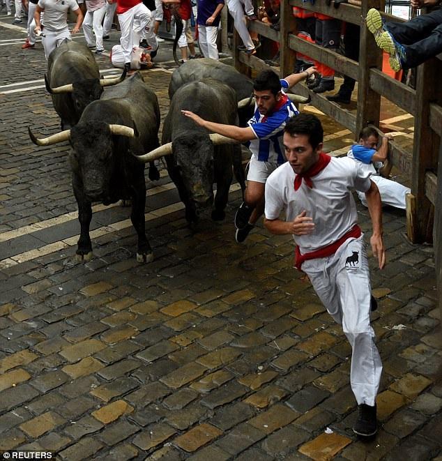 Cuộc chạy đua với bò tót ngày thứ hai khiến 10 người nhập viện, nâng con số ca nhập viện vì tham gia lễ hội lên 14. Con số này sẽ còn tiếp tục tăng lên sau những cuộc chạy đua diễn ra vào các ngày tới đây.
