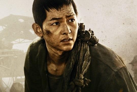 """Song Joong Ki trong """"Battleship Island"""" (Đảo địa ngục)."""