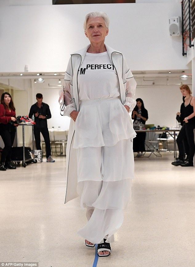 Tại Tuần lễ Thời trang New York đang diễn ra, bà Maye tích cực tham gia trình diễn tại các show.