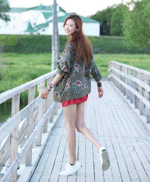 """Người đẹp không chỉ được yêu thích trong giới làm phim Hoa ngữ mà còn được công chúng Nhật Bản ngưỡng mộ. Cô từng tham gia diễn xuất trong loạt phim truyền hình của Nhật có tên """"Tsuki no koibito"""" (Người tình ánh trăng - 2010)."""