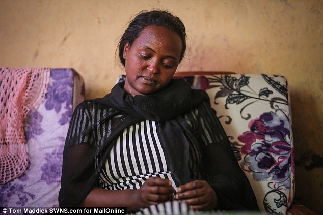 Sự nghèo khó đã từng khiến chị Mentewab đau ốm, bé Zahara bị suy dinh dưỡng.