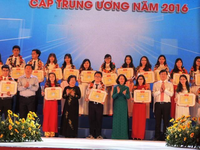 53 gương Sinh viên 5 tốt cấp trung ương được tuyên dương tại lễ kỷ niệm 67 năm ngày Truyền thống học sinh, sinh viên Việt Nam