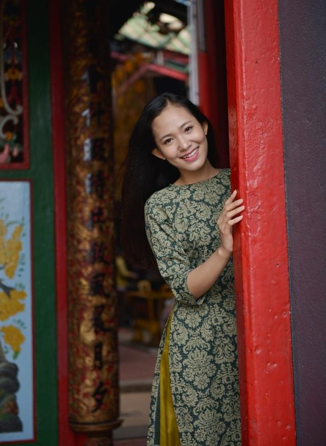 Những ngày cuối năm, sau khi đi chùa cầu mong những điều tốt đẹp cho năm mới, Hoa khôi Nguyễn Thùy Trang cũng ghi lại cho mình những hình ảnh đẹp của một năm đã qua.