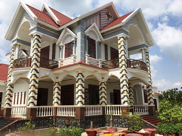 Căn biệt thự của gia đình ông Nám vừa mới xây dựng bằng tiền thu hoạch bưởi da xanh