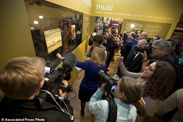 Hai bức tranh của danh họa Vincent Van Gogh đã trở về quê nhà Hà Lan sau khi bị đánh cắp 14 năm trước.