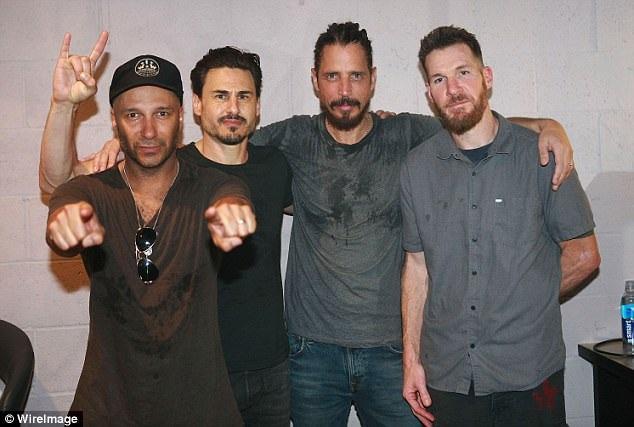Các thành viên của nhóm Audioslave mà Chris tham gia với tư cách thành viên (thứ 3 từ trái sang). Ảnh chụp năm 2017.