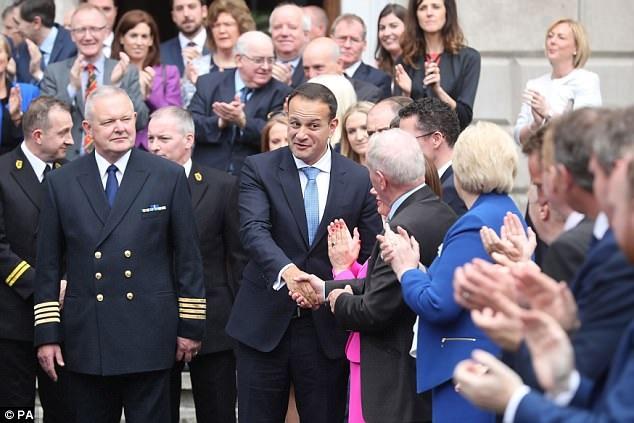 Ông Leo Varadkar, 38 tuổi, ngày 14/6 đã nhậm chức thủ tướng Ireland. Ông là con trai của một người Ấn Độ nhập cư và là người đồng tính công khai. (Ảnh: PA)