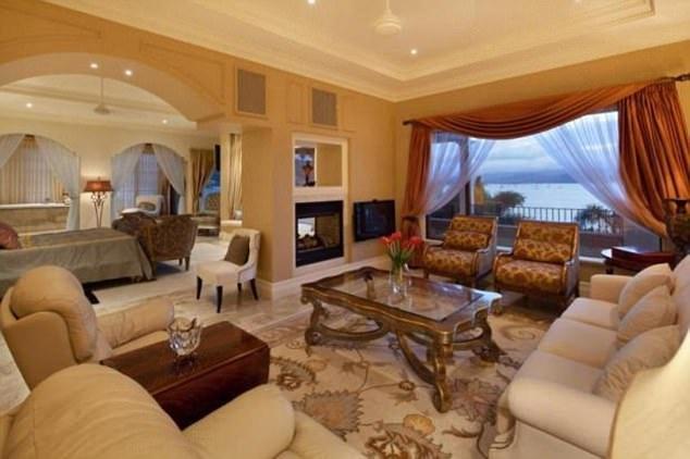 Phòng ngủ lớn nhất dành cho chủ biệt thự có diện tích 144 m2.
