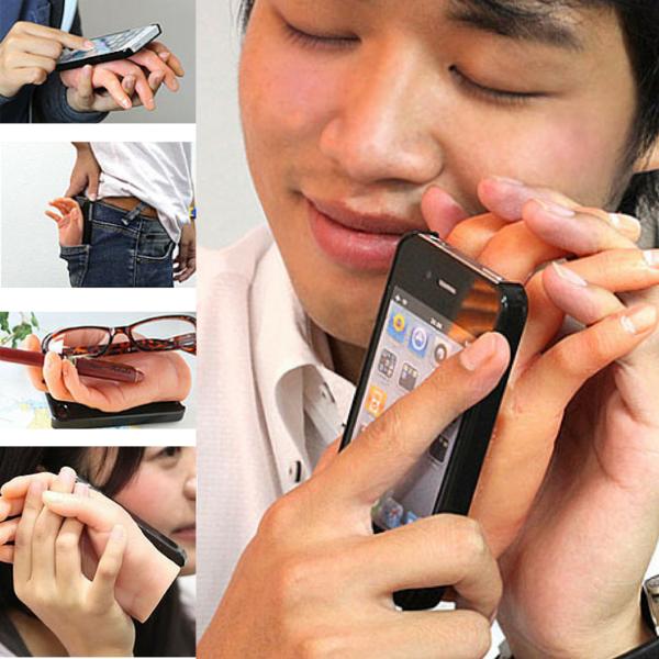 Ốp lưng iPhone độc đáo với hình bàn tay, có lẽ được thiết kế dành cho những người độc thân cảm thấy thiếu thốn tình cảm, trừ khi nó không làm bạn ... phát khiếp.