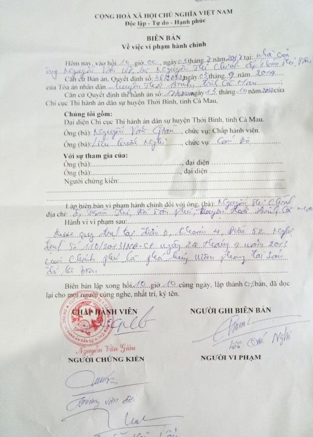Khi cơ quan thi hành án huyện Thới Bình vào kê biên tài sản, bà Nguyễn Thị Chính (vợ ông Nguyễn Văn Út) đã bức xúc lột các phiếu niêm phong và bị lập biên bản vi phạm hành chính. Sau đó, người vợ này được cho là đã ngã bệnh vì quá bức xúc.