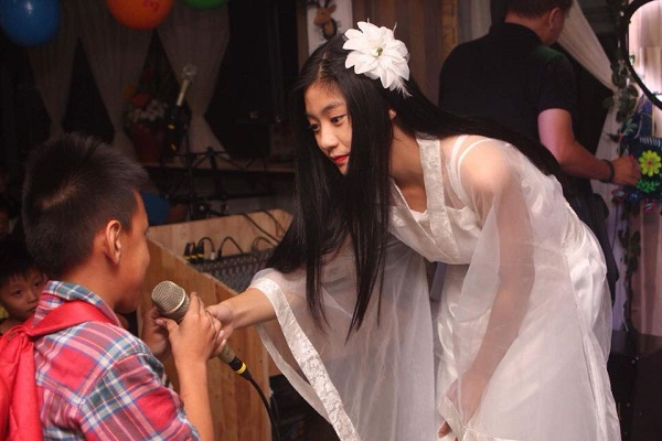Nam Phương mang tới niềm vui cho các em nhỏ có hoàn cảnh khó khăn trong ngày lễ Trung Thu