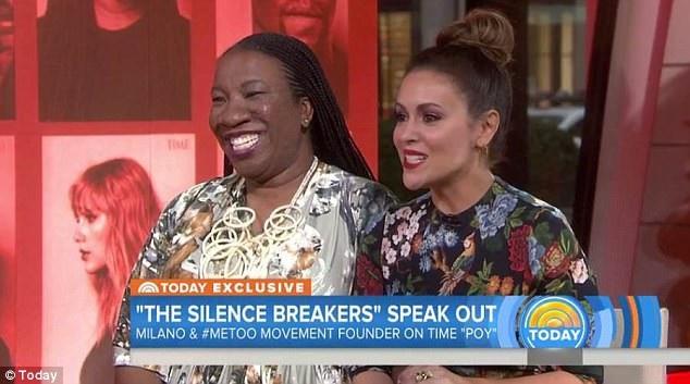 """Hai nhà hoạt động xã hội - Tarana Burke (trái) và Alyssa Milano (phải) - những người đã giúp cho """"hashtag"""" """"#MeToo"""" được sử dụng mạnh mẽ trên mạng xã hội, đã cùng xuất hiện trong chương trình tin tức """"The Today Show"""" để tuyên bố về """"Nhân vật của năm"""" do tờ tạp chí danh tiếng Time (Mỹ) bình chọn."""