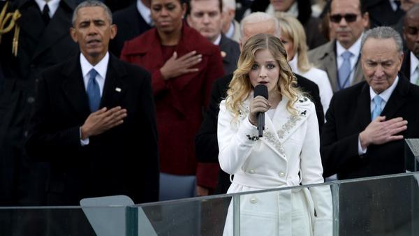 Sự run rẩy khi hát quốc ca Mỹ khiến nữ ca sĩ 16 tuổi được khen ngợi - 2