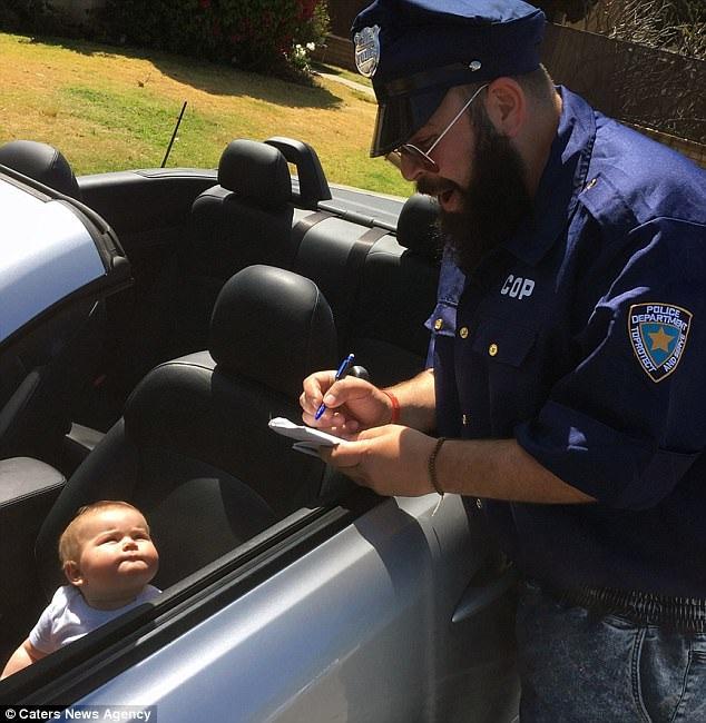 "Zoe bị ""cảnh sát"" dừng xe."