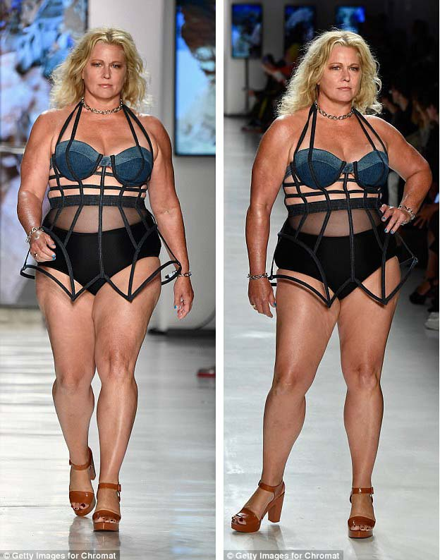 """Người mẫu """"plus-size"""" Emme Aronson nhớ lại những ngày đầu khởi nghiệp đầy khó khăn tại một buổi trò chuyện giao lưu tổ chức tại Tuần lễ Thời trang New York. Trước đó vài tiếng, Emme đã catwalk cho một show thời trang khác."""