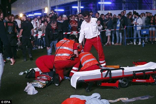 Cảnh sát và ban tổ chức lễ hội âm nhạc đã họp bàn nhanh ngay sau khi sự việc xảy ra và họ quyết định vẫn để cho lễ hội tiếp diễn sau vụ tai nạn. Nguyên nhân vụ tai nạn đang được điều tra làm rõ.