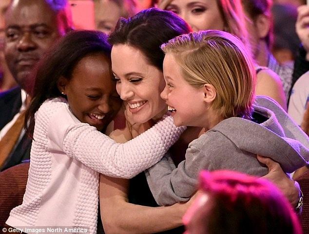 Sự gắn bó giữa Angelina và Zahara đã được thể hiện qua rất nhiều khoảnh khắc đẹp được cánh phóng viên ghi lại.