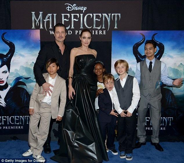 """Gia đình Jolie-Pitt cùng xuất hiện tại lễ công chiếu phim """"Maleficent"""" (Tiên hắc ám - 2014)."""