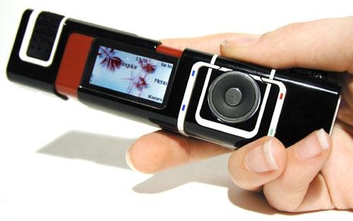 7280 có lẽ là một trong những dòng sản phẩm đột phá nhất về thiết kế của Nokia khi sử dụng kiểu dáng giống như thỏi son rất đẹp mắt và độc đáo. Tuy nhiên sản phẩm ngay lập tức vấp phải nhiều ý kiến trái chiều, cho rằng nó quá khó để sử dụng khi thậm chí không có dải phím bấm, còn màn hình thì chưa được trang bị cảm ứng.