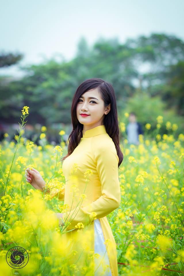 """Thiếu nữ tại chùa Hương bất ngờ được phong... """"hot girl chèo đò"""" - 5"""