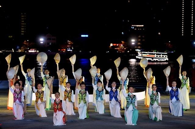 Hình ảnh hé lộ từ đêm tổng duyệt chương trình nghệ thuật hừa hẹn một mùa lễ hội pháo hoa tỏa sáng trên sông Hàn - Đà Nẵng