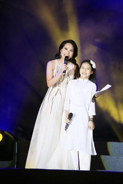 Thu Minh, Noo Phước Thịnh gây bất ngờ khi hát nhạc cách mạng - 12