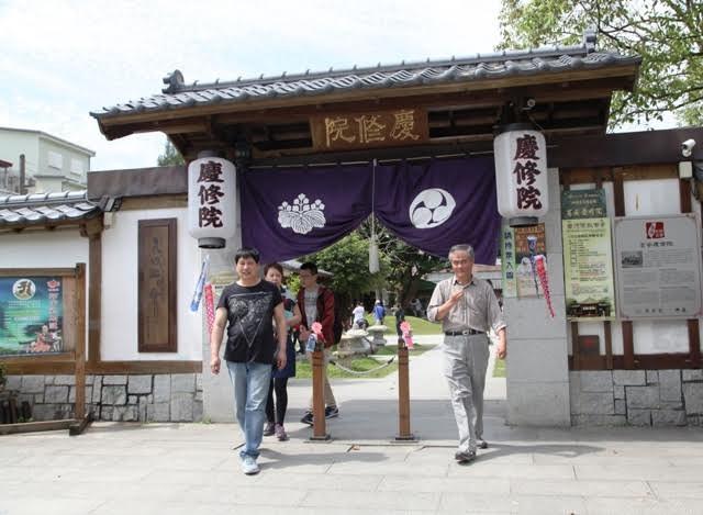 Khánh tu viện thu hút rất đông du khách Nhật . Ngôi chùa mở cửa hàng ngày từ 8h30 sáng đến 5h30 chiều, đóng cửa ngày thứ 2