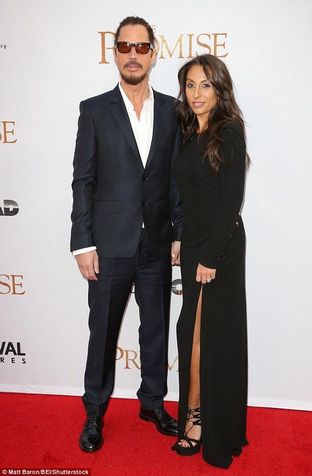 Chris Cornell trong một bức hình chụp với vợ - chị Vicky Karayiannis - hồi năm 2012. Vicky là người vợ thứ hai trong cuộc đời nam ca sĩ, họ đã ở bên nhau trong cuộc hôn nhân kéo dài 13 năm và có hai người con.