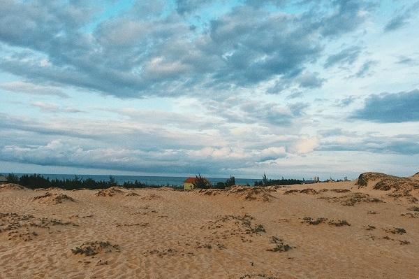 Đồi cát Quang Phú lúc chiều tà