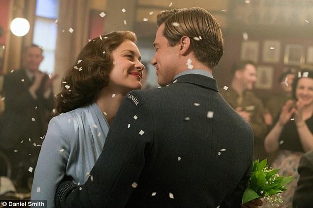 """Ngoài cảnh khỏa thân trong """"Les Fantômes dIsmael"""" mới đây, Marion còn xuất hiện khỏa thân trong """"Allied"""" (Đồng minh - 2016), khi diễn xuất bên Brad Pitt."""