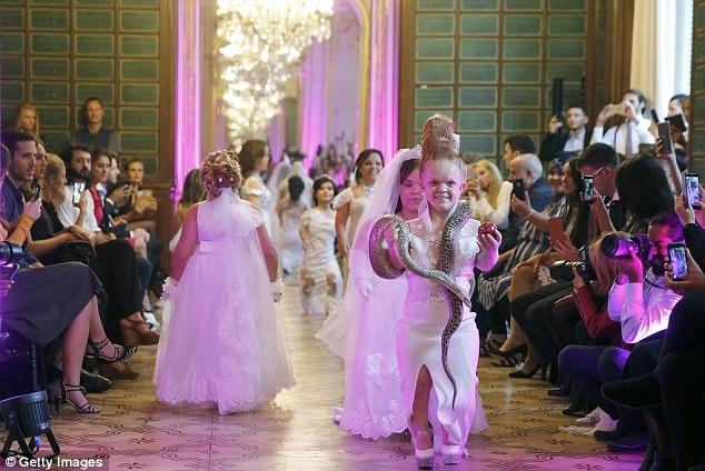 Sự kiện diễn ra bên lề Tuần lễ Thời trang Paris.