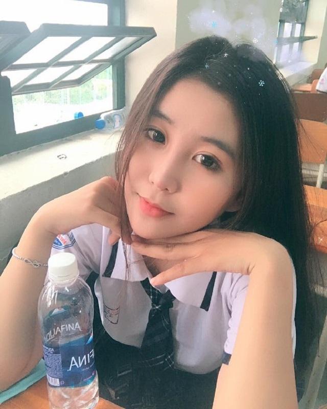 Ngọc Trân không chỉ có vóc dáng đẹp mà khuôn mặt cũng rất thu hút. Cô hứa hẹn sẽ trở thành một hot girl nổi trội của Sài Gòn.