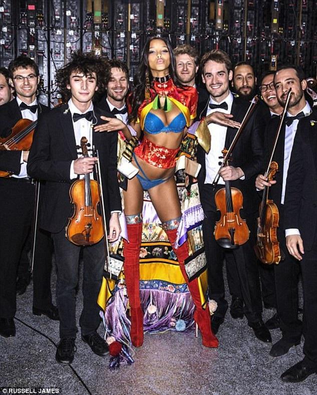 Người mẫu Brazil - Lais Ribeiro - tại show trình diễn năm 2016.