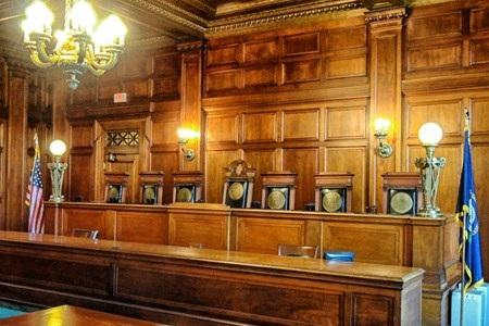 Bà Leesa Bainbridge, đại diện Văn phòng hành chính tòa án hạt Orange, thừa nhận rằng văn phòng xử lý hàng nghìn trang tài liệu mỗi ngày nên không thể kiểm chứng mức độ chân thực của những tài liệu mà các cơ quan khác chuyển tới.