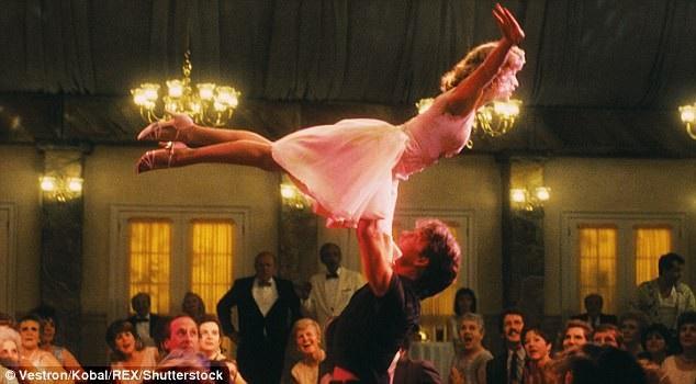 """Cú nhảy nâng người nổi tiếng trong phim """"Dirty Dancing"""" (Vũ điệu hoang dã - 1987)."""